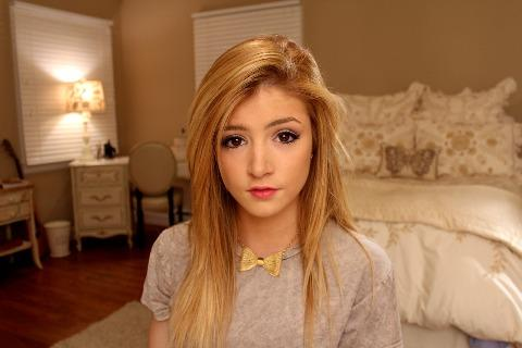 Chrissy Costanza Videos