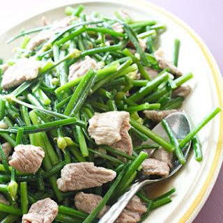 Stir-Fry of Flowering Garlic Chives and Pork (ผักไม้กวาดผัดหมู)