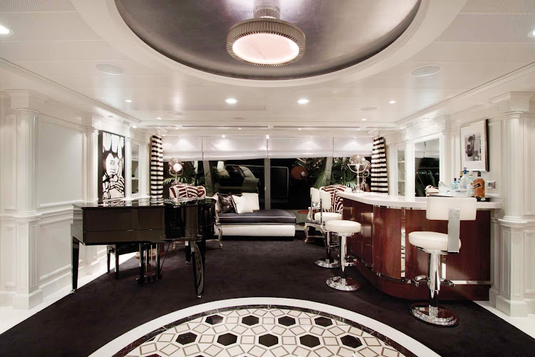 The foyer of the Owners Suite aboard Oceania Marina was designed with a sense of glamour and style.