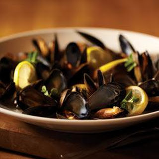 Lemon and Garlic Steamed Mussels