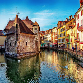 The castle in themiddle of the city by Radu Eftimie - Buildings & Architecture Public & Historical ( annecy, castle, france,  )
