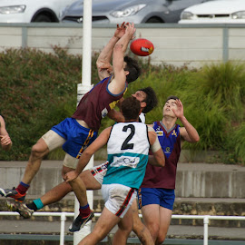 Missed the Mark by Jefferson Welsh - Sports & Fitness Australian rules football