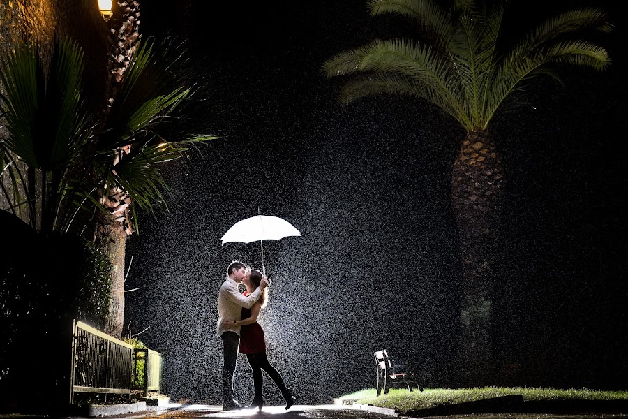 In the rain by Lukas Gisbert-Mora - People Couples ( love, couple, night, light, rain, improving mood, moods, red, the mood factory, inspirational, passion, passionate, enthusiasm )