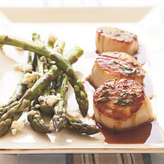 Scallops in Buttery Wine Sauce.