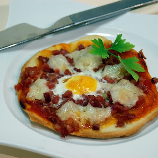 Serrano Ham and Quail Eggs Mini Pizzas.