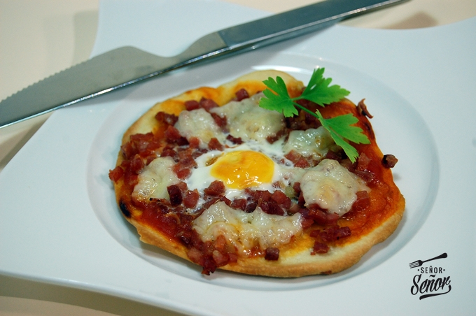 Serrano Ham and Quail Eggs Mini Pizzas
