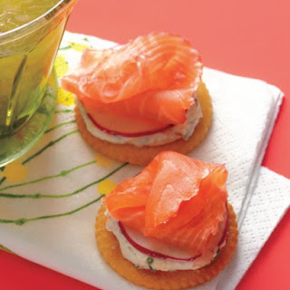 Speedy Smoked-Salmon Crackers