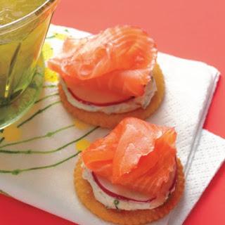 Speedy Smoked-Salmon Crackers.