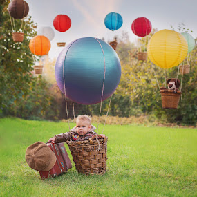 Fly with ME! by Diána Barócsi - Babies & Children Toddlers ( london, colors, children, balloon, toddler, photography, zente )
