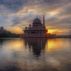 Morning at lakeside ... by Mohd Tarmudi - Landscapes Sunsets & Sunrises (  )