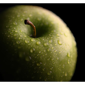Granny Smith Apple by Robert Daveant - Food & Drink Fruits & Vegetables (  )