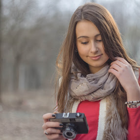 looking at pictures . by Daniel MV - People Portraits of Women ( girl, beautiful, smile, spring, photo, photography )