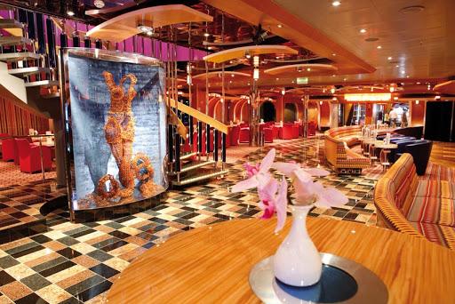 Costa-Luminosa-Grand-Bar-Elettra - Grand Bar Elettra is Costa Luminosa's largest lounge.