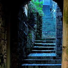 Gaeta, old town by Giuseppe Ciaramaglia - City,  Street & Park  Historic Districts ( old, stairs, gaeta, city )