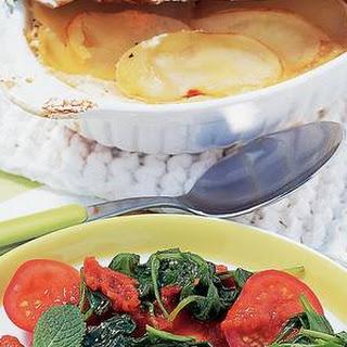 Aardappelschotel Met Witte Kaas En Spinazietomaten