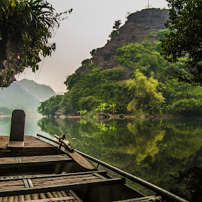 Resting rowboat by Wahan Shahbazian - Landscapes Waterscapes ( water, nature, vietnam, rowboat, river, tam cốc,  )