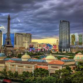 Calm Before Storm by Linh Tat - Buildings & Architecture Office Buildings & Hotels ( las vegas, casinos, cloud, storm, hotels )