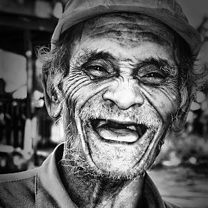 Pixoto Oldman.jpg