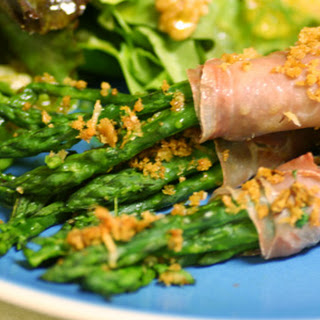 Prosciutto-Wrapped Asparagus Bundles