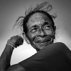 The Grandma by Alan Fadlansyah - Black & White Portraits & People ( fadlansyah )