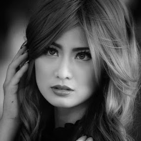 by Hary Justin - Black & White Portraits & People