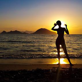 Silhouette aura by Adrian Mitu - People Street & Candids ( exposure, sexy, silhouette, woman, aura, sea, back light, yellow, fork island, hair )