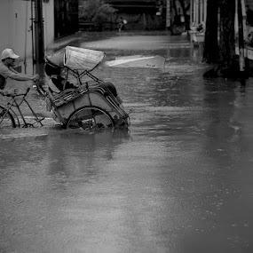 Becak by Jhones Gozali - Black & White Street & Candid ( flood, bw, transportation, people, rain )