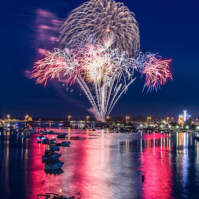 Icecream of July by Chip Ormsby - Public Holidays July 4th ( water, boats, fireworks, night, chippedphotography, Urban, City, Lifestyle, , people, crowd, humanity, society )