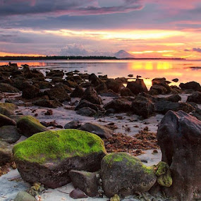Showing different color... Shoot at  medana bay lombok to see a agung mountain bali by IDewa ZesmaerthaPrabawatma - Landscapes Sunsets & Sunrises