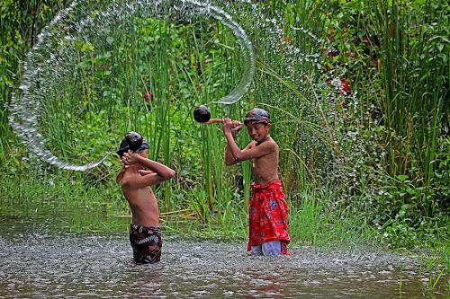 bermain air by Assaifi Fajarmass - Babies & Children Children Candids ( boys, human interest, traditional, game, water splash )