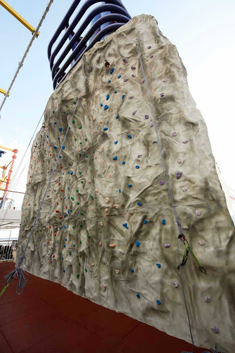 You or your little one can be the next Sir Edmund Hillary when you tackle the rock wall aboard Norwegian Breakaway.