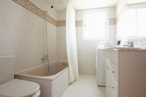Apartment Bathroom: Priorat Apartments