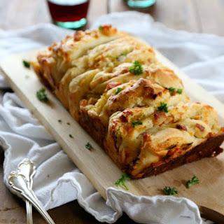 Leftover Thanksgiving Pizza Pizza Pull-Apart Bread