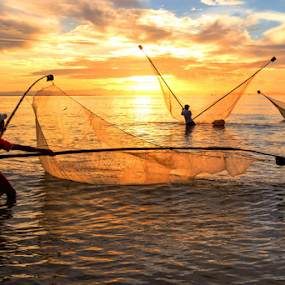 Fishing by Thảo Nguyễn Đắc - People Group/Corporate