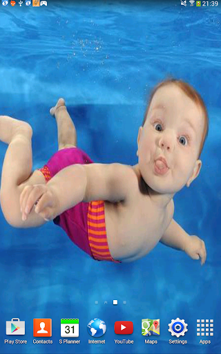 Baby in Water Live Wallpaper