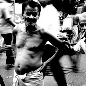 queer by Ryan Rozario - People Street & Candids ( queer, old, incredible, kolkata, street photography,  )