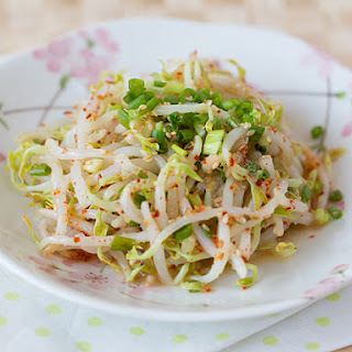 Korean Mung Bean Sprouts Salad (Sukju Namul)