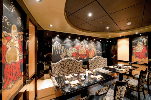 At the specialty restaurant Oriental Plaza on MSC Magnifica, the menu features a wide range of Asian dishes, from the spicy hot of northern China to the sizzling sweeter fare of south China.