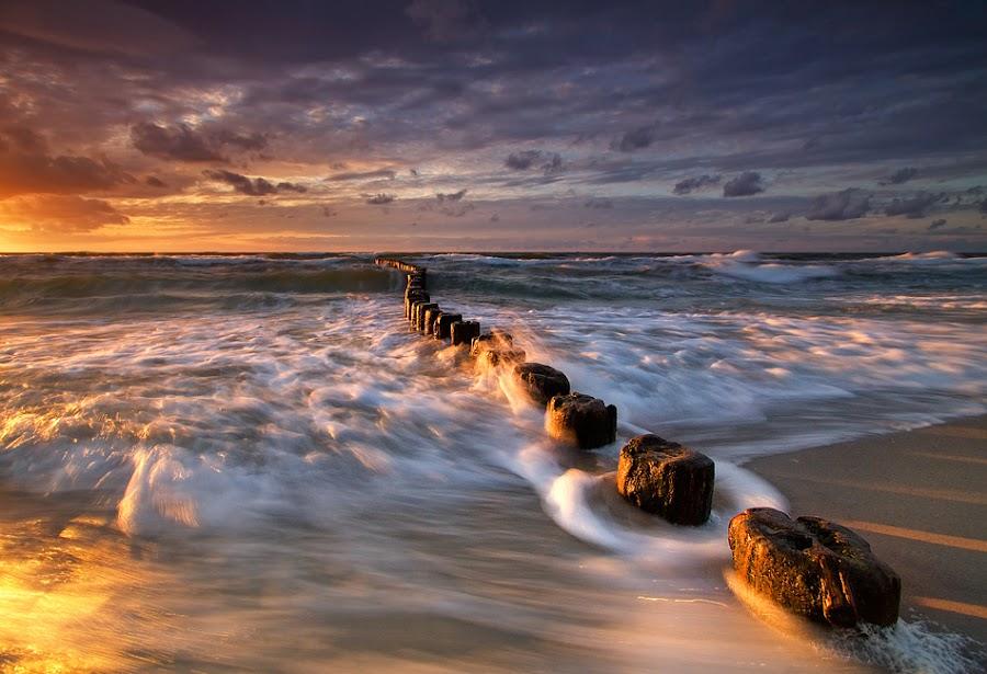 Baltic Sea by Pawel Uchorczak - Landscapes Beaches ( dynamic, uchorczak, light, baltic, poland )