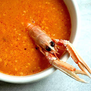 http://invitadoinvierno.com/pescado-marisco/sopa-de-pescado-con-picada/ Seafood Soup with Vegetable Paste.