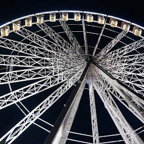 Big Big wheel by Shona McQuilken - City,  Street & Park  Amusement Parks ( lights, hyde park, ride attraction, big wheel, fairground, fair, shows, , vertical lines, pwc )